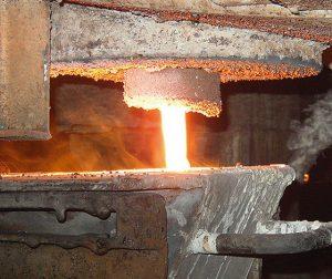 Imagem fluxo de vazmento metal derretido